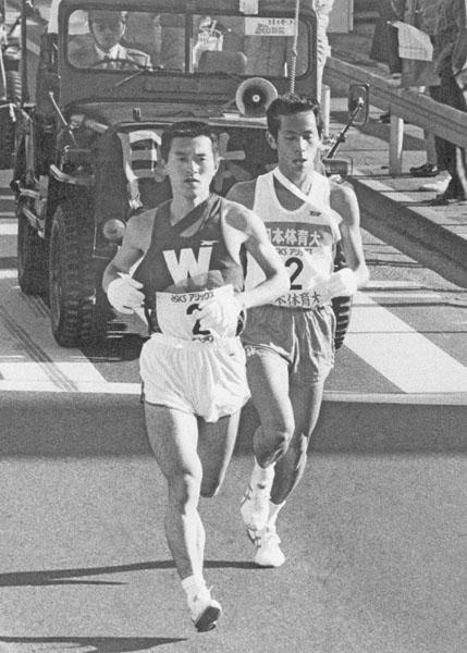 瀬古利彦陸連マラソン強化リーダー(左)も早大時代は「箱根」を走った(C)共同通信社
