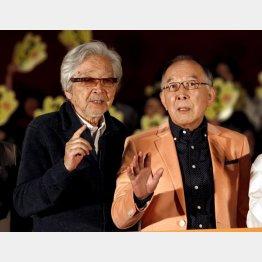 映画「家族はつらいよ2」の山田洋次監督(左)と橋爪功/(C)日刊ゲンダイ