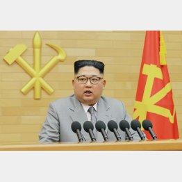 珍しいスーツ姿で新年の辞(C)朝鮮中央通信撮影・共同