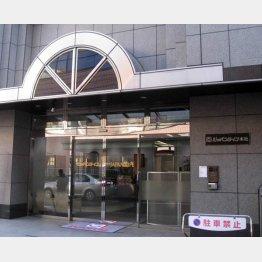 """山口会長は""""行方不明""""状態(ジャパンライフ本社)/(C)日刊ゲンダイ"""