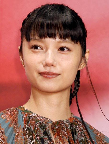 V6の岡田准一と結婚した宮崎あおい/(C)日刊ゲンダイ