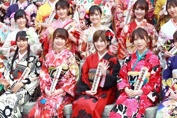左から白間美瑠、宮脇咲良、岡田奈々、高橋朱里(C)日刊ゲンダイ