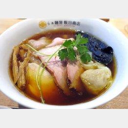 スープにメンマ…ここは間違いない(飯田商店)/(C)日刊ゲンダイ