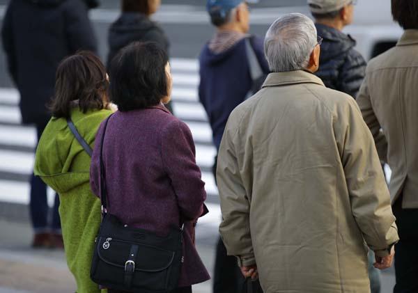高齢化社会だけに注目(C)日刊ゲンダイ