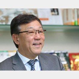湖池屋の佐藤章社長(C)日刊ゲンダイ