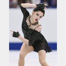 NHK杯女子フリーで演技するメドベージェワ(C)共同通信社