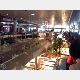 中国語と韓国語が飛び交う朝食バイキング(ストックホルム-トゥルク間の船内)/(提供写真)