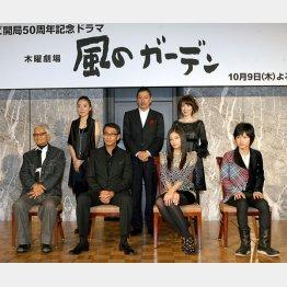 左端から緒形拳と主演の中井貴一(C)日刊ゲンダイ