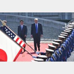 米国のトランプ大統領にベッタリの安倍首相(C)JMPA
