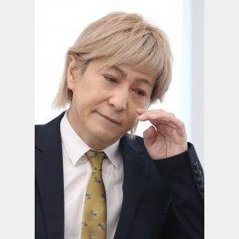 小室引退は介護をめぐる論争にも発展(C)日刊ゲンダイ