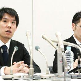 質問に答える和田晃一良社長(左)