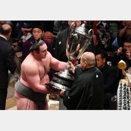 平幕力士の優勝は6年ぶり(C)JMPA