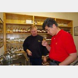 スコットランドのベンリアック蒸溜所での研修(2007年)/(提供写真)