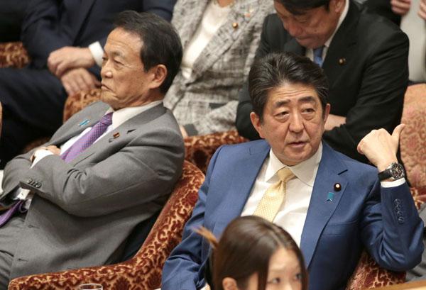 ニタニタしている場合か!(C)日刊ゲンダイ