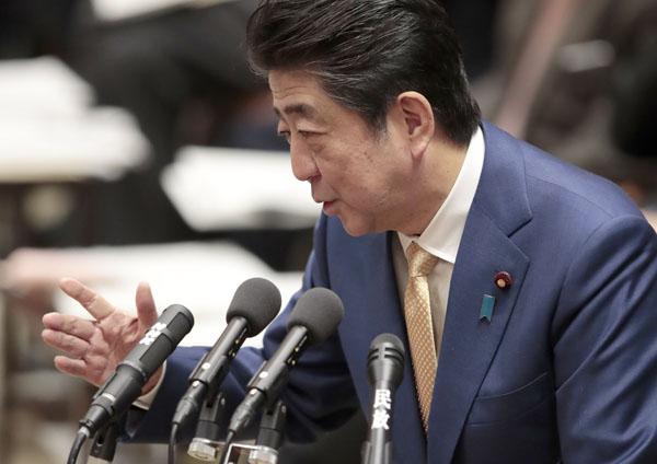 安倍首相は正面から答えず(C)日刊ゲンダイ