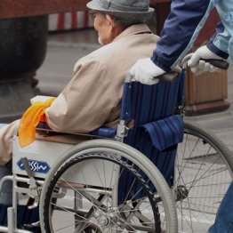 診療報酬改定で注目 介護サービスが受けられなくなる恐れ