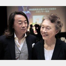 北沢氏(左)と日本ブラインドサッカー協会の釜本美佐子代表理事(C)Norio ROKUKAWA/Office La Stradada