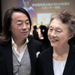北沢氏(左)と日本ブラインドサッカー協会の釜本美佐子代表理事