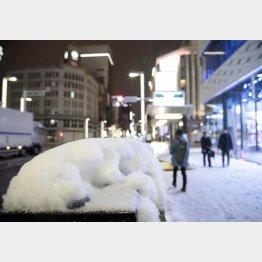 大雪が降った1月22日の銀座4丁目交差点付近(C)日刊ゲンダイ