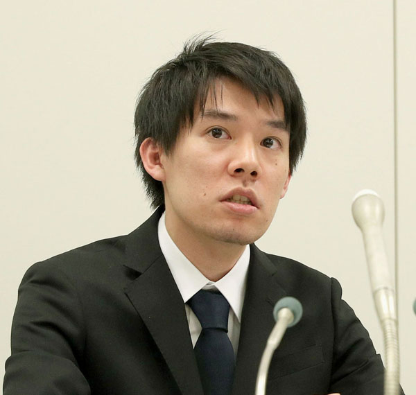 会見するコインチェックの和田社長(C)日刊ゲンダイ