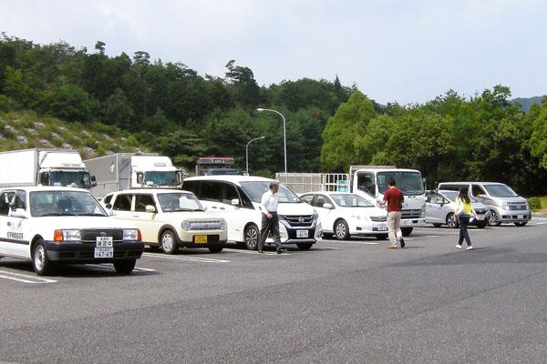 完成車メーカーを支える(C)日刊ゲンダイ