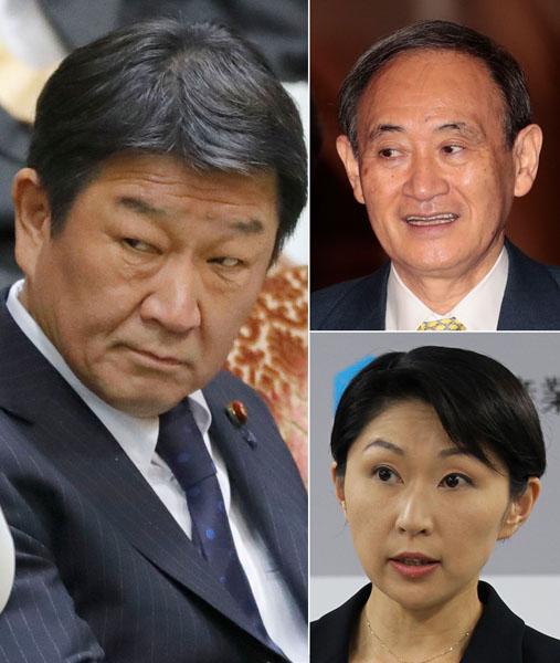 左から時計回りで、茂木経済再生担当大臣、菅官房長官、小渕元経産相(C)日刊ゲンダイ