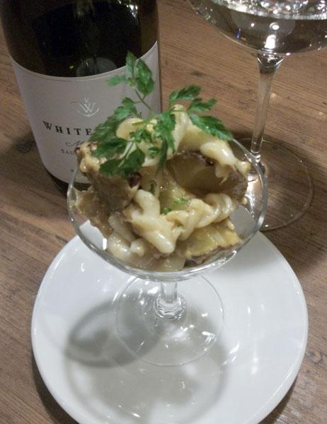 合う酒=ニュージーランド産ソービニヨンブラン(白ワイン)/(C)日刊ゲンダイ
