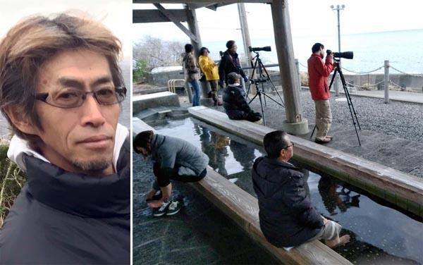 足湯につかりながらホエールウオッチング(左は廣戸義和さん)/(C)日刊ゲンダイ