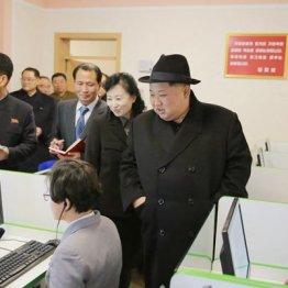 平壌教員大学を視察する金正恩委員長(朝鮮中央通信=朝鮮通信)