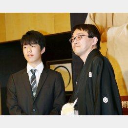 藤井五段(左)と羽生竜王(C)共同通信社