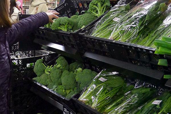 老化防止には濃い野菜(C)日刊ゲンダイ