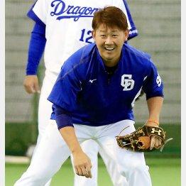明るい表情で練習する松坂(C)日刊ゲンダイ