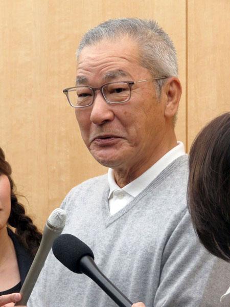 会見で謝罪する大竹まこと(C)日刊ゲンダイ