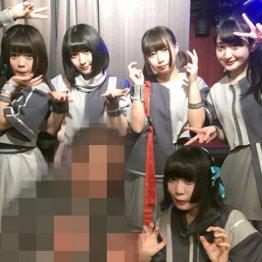 「ネオジャポ」メンバー。前列右は間宮遊、後列左から藤井ラナ、相澤萌楓、百百百華、森田美玲