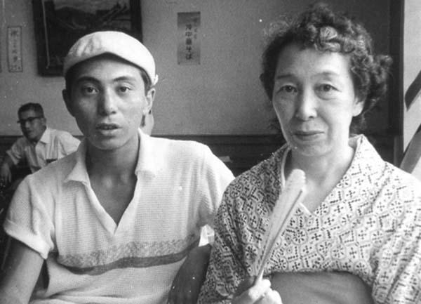 倉本氏と亡くなる少し前の母親(F.S.C.提供)