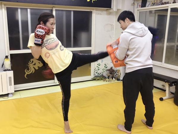 週に2~3回キックボクシングに励む井手愛さん(C)日刊ゲンダイ
