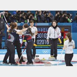 延長第11エンドで韓国のウイニングショットが決まり準決勝敗退(C)共同通信社