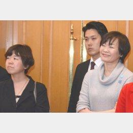 秘書官時代の谷査恵子氏(左)と昭恵夫人/(C)日刊ゲンダイ