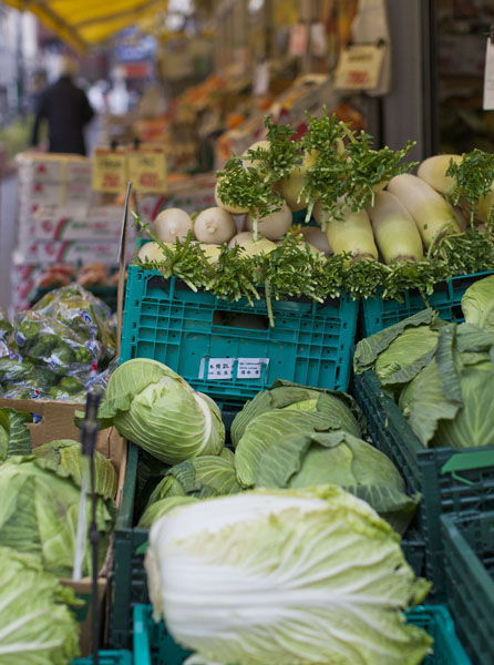 国産の生鮮野菜は高くて手が出ない(C)日刊ゲンダイ