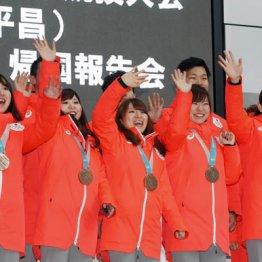 (左から)藤沢五月、吉田夕梨花、鈴木夕湖、吉田知那美、本橋麻里