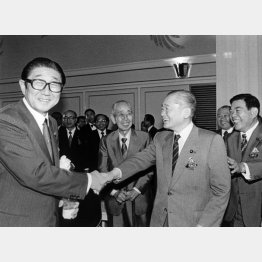 初当選も同じ年(左から安倍晋太郎、竹下登)/(C)日刊ゲンダイ