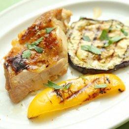 【チキンと野菜のグリル、サルモリリオ添え】BBQに欠かせない