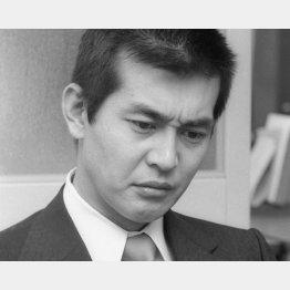 1974年1月、NHK大河ドラマ「勝海舟」の降板会見をする渡哲也/(C)共同通信社