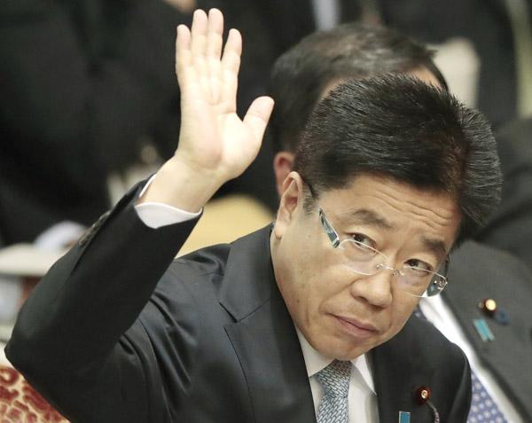 所管大臣にも「過労死」の報告はなかった(C)日刊ゲンダイ