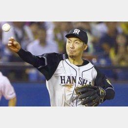 今季は二塁で…(C)日刊ゲンダイ