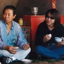 次男の大野誠さん(右)について「音楽の良き相方」と語っていた