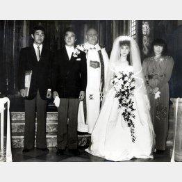 松田聖子、神田正輝の結婚式(1985年6月)で仲人を務めた渡夫妻(右が俊子夫人)/(C)日刊ゲンダイ