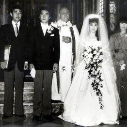 松田聖子、神田正輝の結婚式(1985年6月)で仲人を務めた渡夫妻(右が俊子夫人)