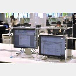 RPAソフトを内蔵し、自動で事務作業を進めるパソコン(C)共同通信社