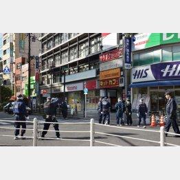 井手尾被告に警官が発砲した大阪市都島区の路上(C)共同通信社
